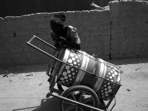 Porteur d'eau à Ouagadougou